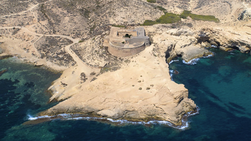 Castillo de San Ramón situado en la reserva natural de Cabo de...