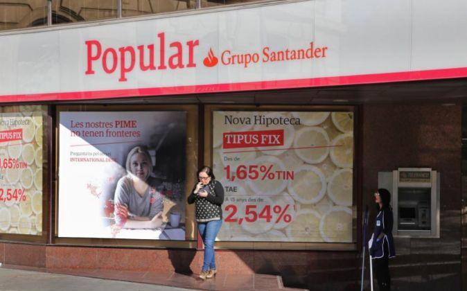 Popular la audiencia suspende los recursos contra el frob for Oficinas banco popular barcelona
