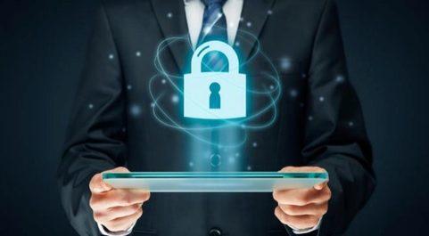 En 2016, el 70% de los ciberataques en España fueron dirijidos a...