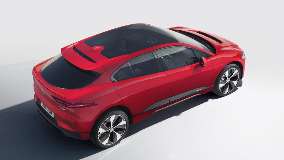 En tecnología, el I-PACE es el primer Jaguar en adoptar el sistema de...