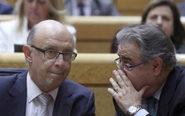 Los ministros de Hacienda, Cristóbal Montoro e Interior, Juan Ignacio...