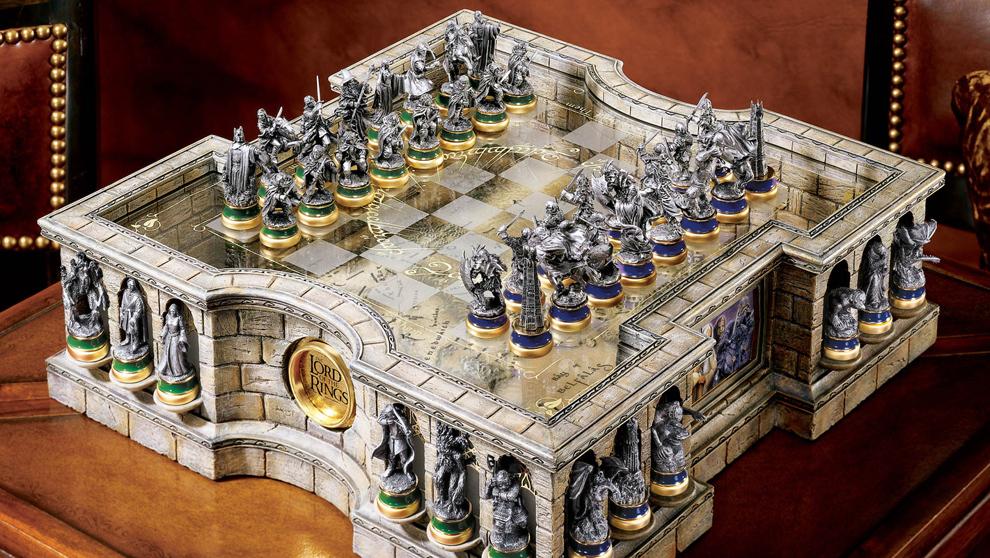 """Tablero y fichas del juego de ajedrez del """"Señor de los..."""