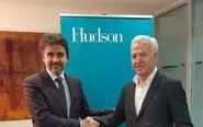 A la izquierda, Jesús Martínez Pardo, CEO de Eventelling, con...