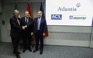 El presidente de ACS, Florentino Pérez (c); el consejero delegado de...