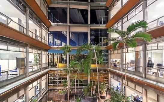 Las oficinas apuestan por la naturaleza expansion for Sanitas madrid oficinas
