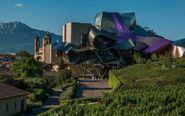 El Hotel Marqués de Riscal se ubica en un edificio diseñado por...