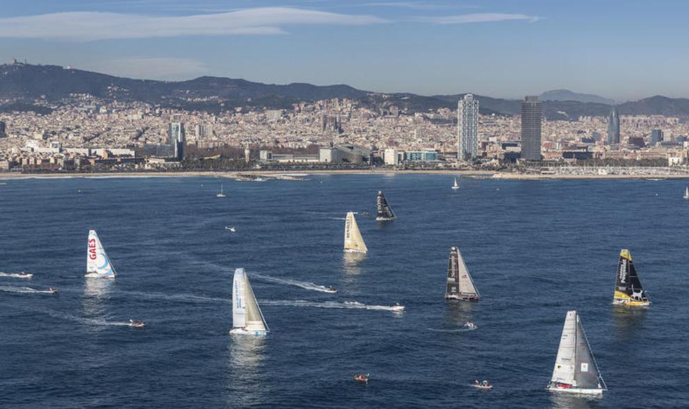 La flota de la Barcelona World Race, durante la salida oficial de la...