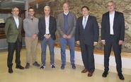 De izquierda a derecha,Santiago López, director del área de...