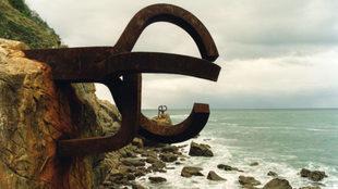 El Peine del Viento XV es un conjunto de esculturas de Eduardo...