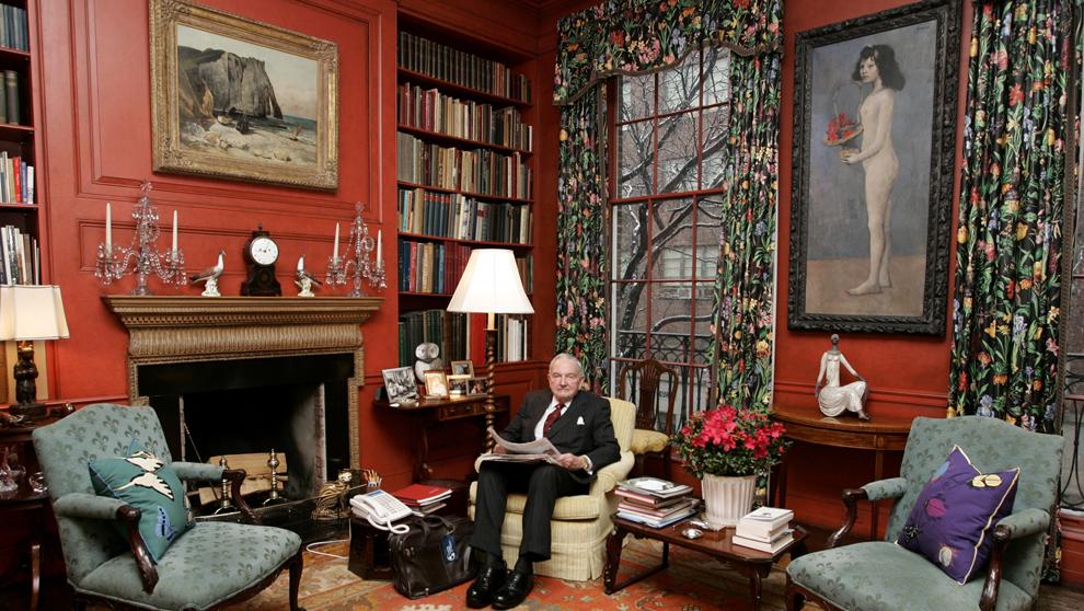 David Rockefeller, en su casa de Manhattan, en 2006, con...