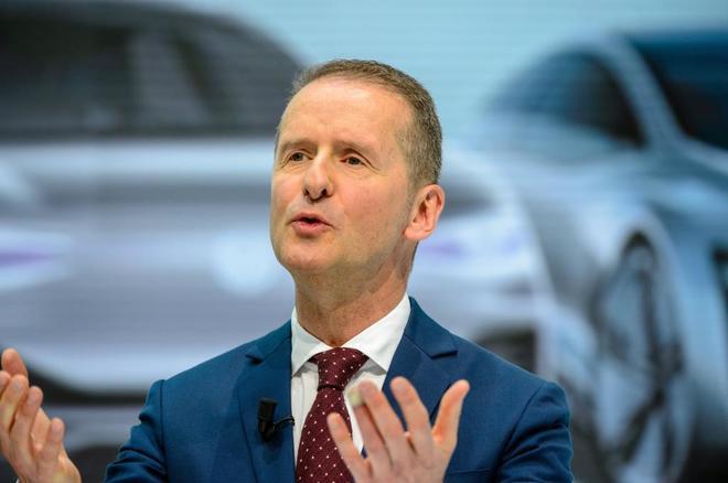 Herbert Diess, consejero delegado del grupo Volkswagen, en Wolfsburgo,...