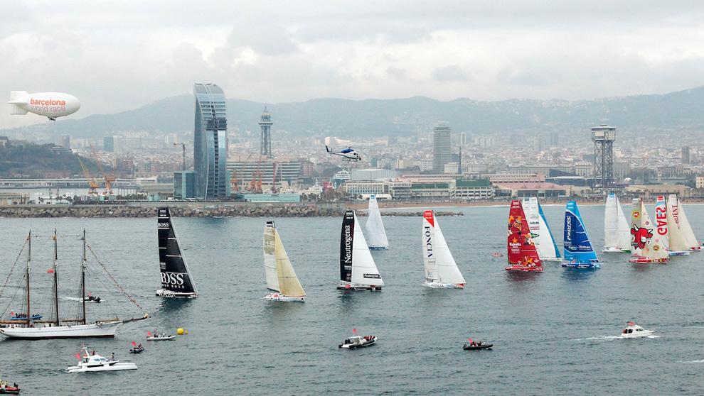 La flota de la Barcelona World Race 2010/11, durante la salida de la...