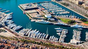 Vista aérea de la marina de superyates One Ocean Port Vell en...