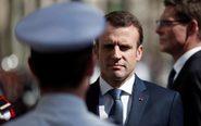 El presidente galo Emmanuel Macron (c).