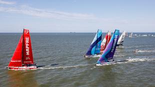 La flota de la Volvo Ocean Race partiendo de Itajaí con rumbo a...