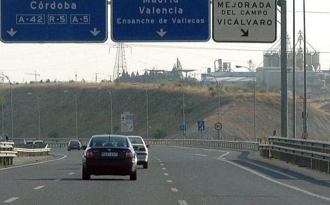 Fomento rescatará las autopistas R-3 y R-5 el 10 de mayo - EXPANSION