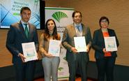 Los responsables del informe de Analistas Económicos de Andalucía,...
