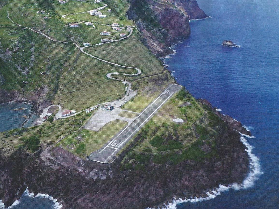 Resultado de imagen para Aeropuerto Juancho E. Yrausquin.