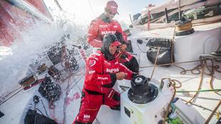 Pablo Arrarte y Willy Altadill, durante las maniobras de navegación...