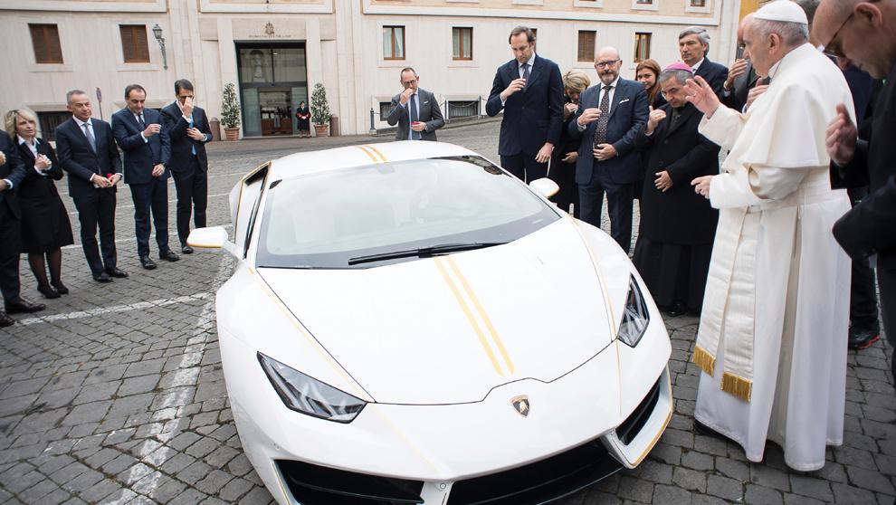 Lamborghini regala un ejemplar del  Lamborghini Huracán al Papa...