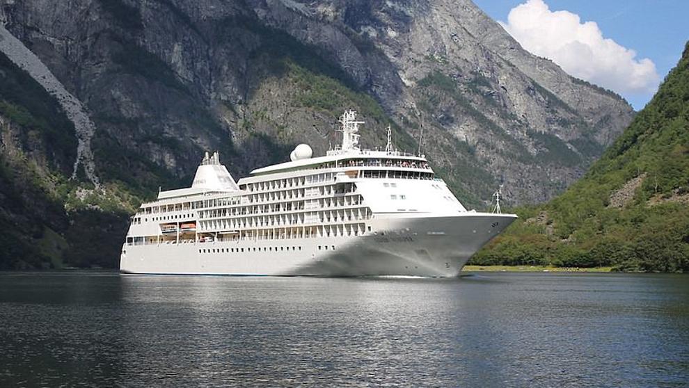El barco Silver Whisper de la compañía de cruceros de lujo Silversea...