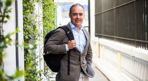 Rodríguez Zapatero se define con sorna como un...