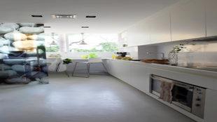 Cocina diseñada por Teresa Sapey para un apartamento en Marbella.