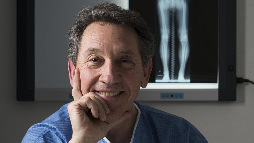 Mikel Sánchez, 62 años, en la Unidad de Cirugía Artroscópica del...