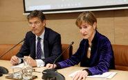 El ministro de Justicia, Rafael Catalá, y la presidenta del CGAE,...