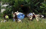 Policías y militares custodian los restos del avión