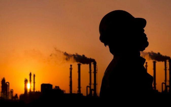 El petróleo subió a casi 80 $ por barril
