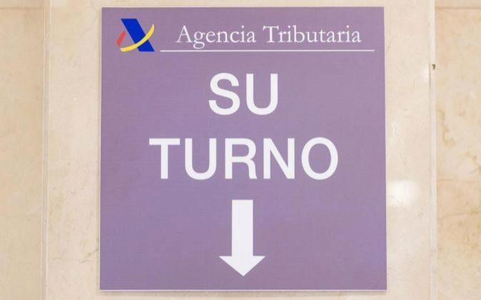 Cartel en una delegación de la Agencia Tributaria en Madrid.
