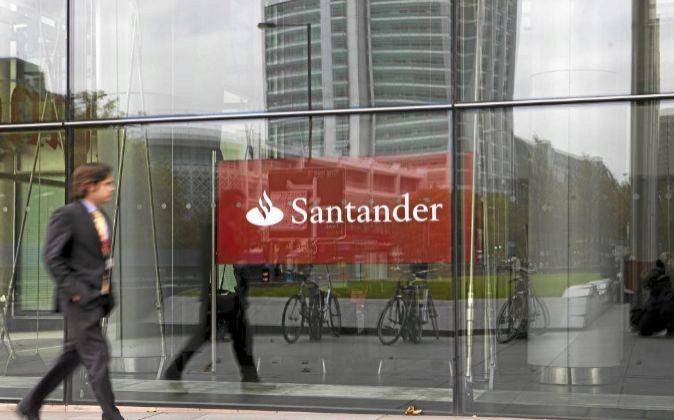 Sabadell santander bankia golpe de millones a for Banco santander oficinas