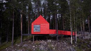 Las habitaciones en forma de casa suspendida en el aire de Treehotel...