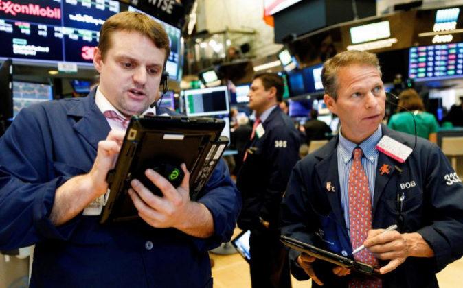 Wall Street sufre fuerte caída por crisis política en Italia