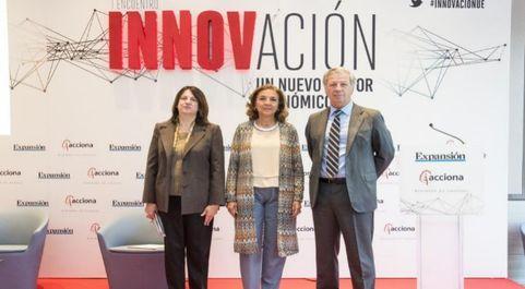 De izq. a dcha.: Ana I. Pereda, directora de EXPANSIÓN; Carmen Vela,...