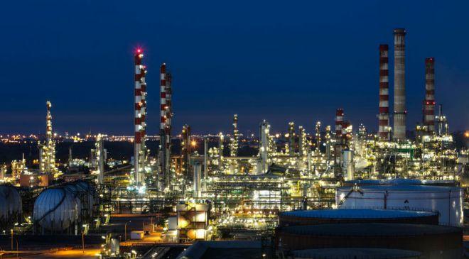 Refinería de Repsol en Tarragona, con capacidad para producir 186.000...