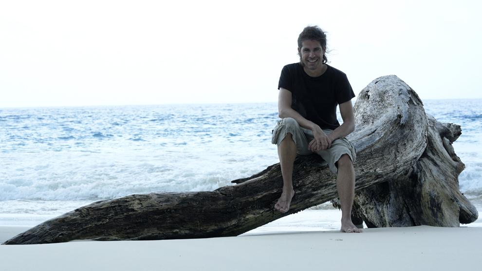 Álvaro Cerezo, 38 años, en una de las islas que se pueden visitar...