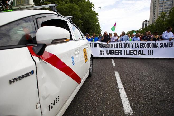El Supremo avala las limitaciones a empresas como Uber frente al taxi