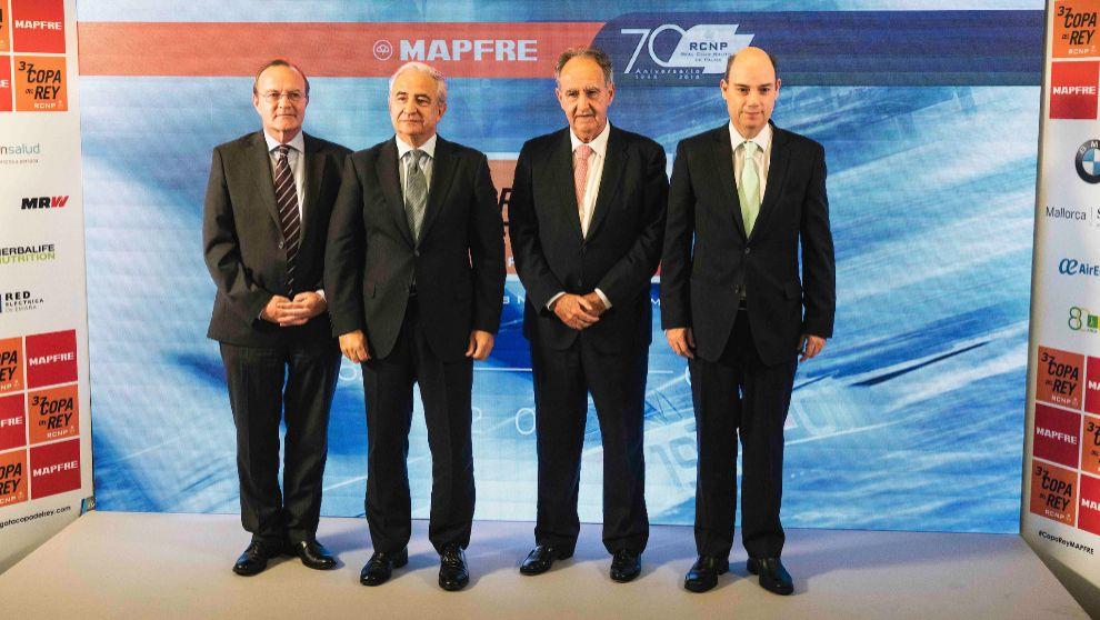 De izqda. a dcha.: Guenther Seemann, Antonio Núñez, Javier Sanz y...