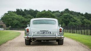 Vista trasera del Aston Martin DB5