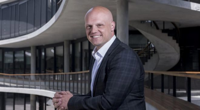 Derek White,  exdirector Digital  y de Diseño de Barclays Bank, fue...