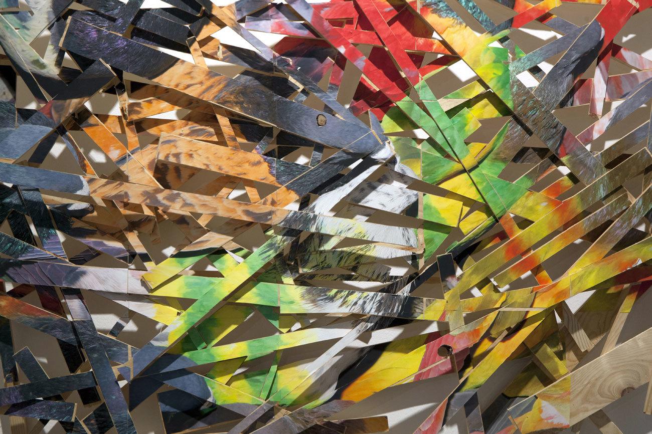 Este trabajo de 2011 se adentra en el universo multicolor de los...