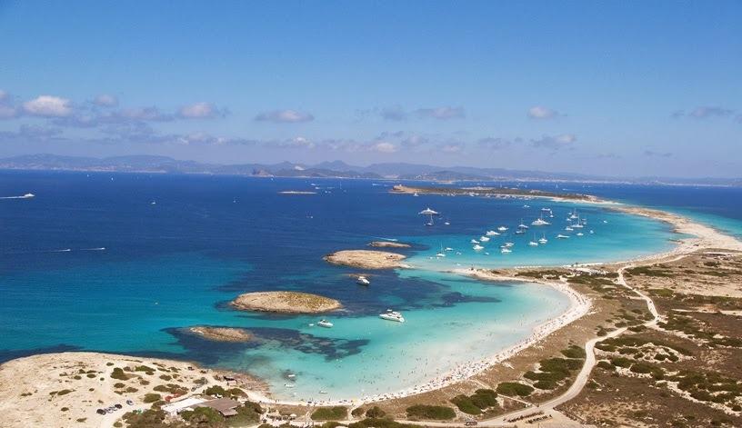 playa de ses illetes en formentera en las islas baleares