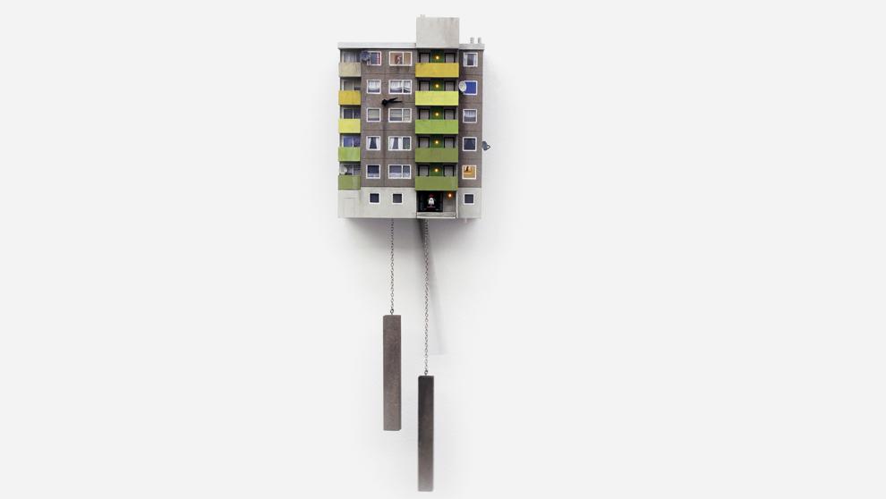 El reloj de cuco se inspira en el movimiento del brutalismo.