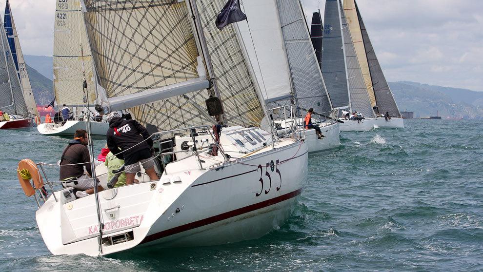 La tripulación del Katxiporreta disputando una prueba del Campeonato...