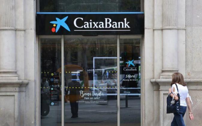 Caixabank bbva y sabadell lideran la remontada de los for Oficinas caixabank madrid