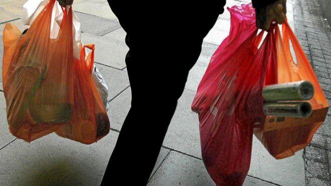 Las bolsas de plástico en 'capilla'