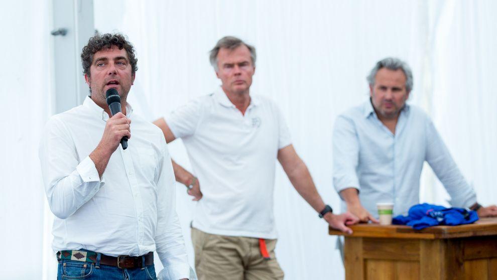 Antoine Mermod, presidente de IMOCA; Johan Salen, copropietario de la...