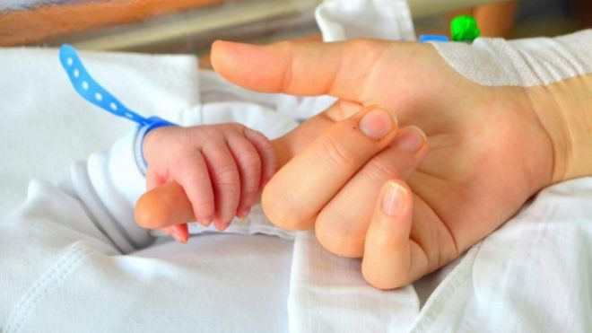 Los padres que tengan un hijo a partir de mañana disfrutarán de cinco semanas de permiso